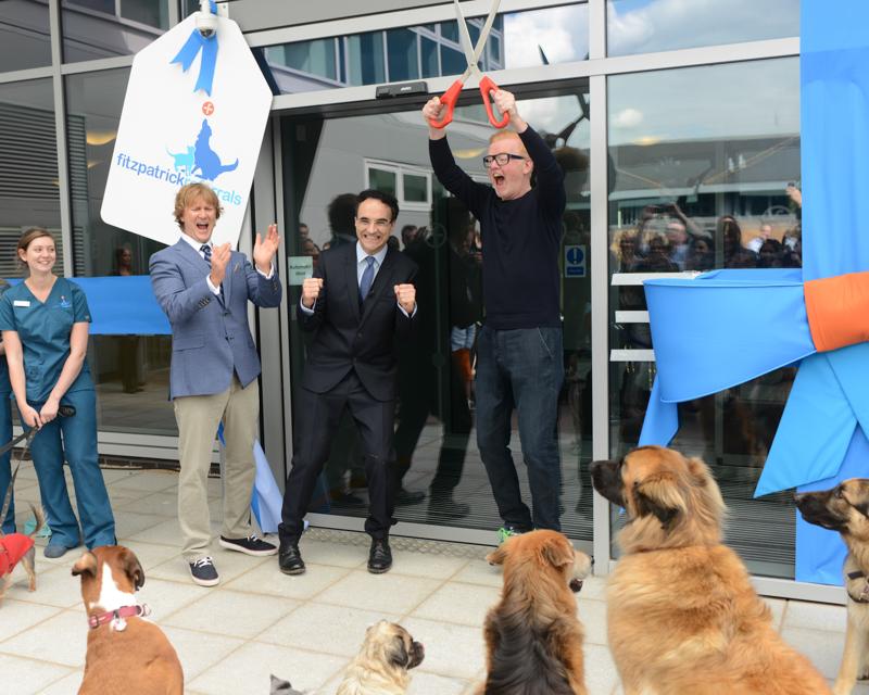 Sir Chris Evansm Professor Noel Fitzpatrick and Chris Evans cut the ribbon