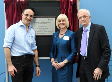 Professor Noel Fitzpatrick with Professor Lisa Roberts and Sir Christopher Snowden