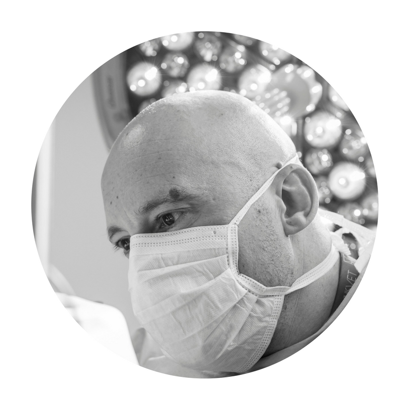 Dr Laurent Findji in surgery at Fitzpatrick Referrals