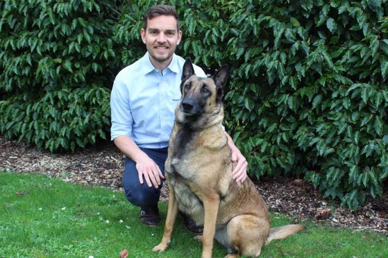 Sniffer dog Hetty with surgeon Eirik at Fitzpatrick Referrals